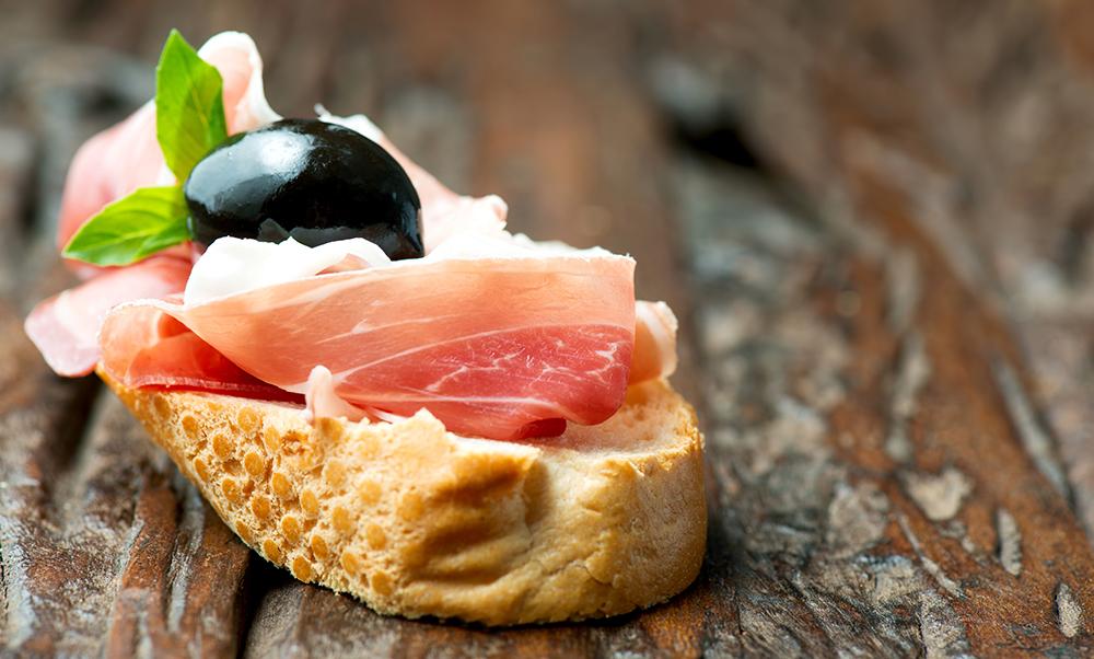 Baguette mit leckerem Schinken